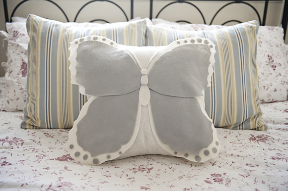580x386xButterfly-Pillow.jpg.pagespeed.ic.I2FASq-TIh